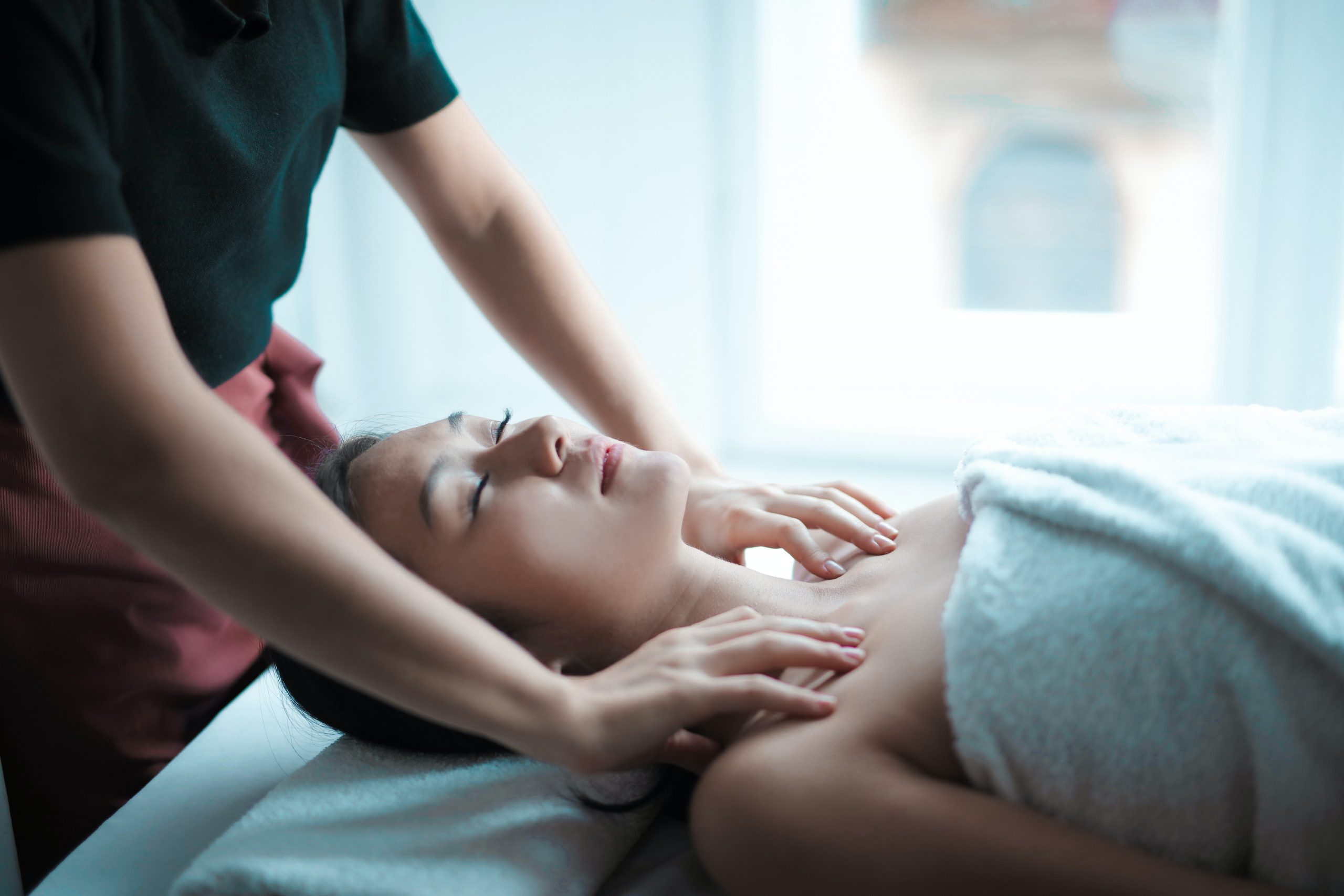 An RMT providing massage therapy treatment